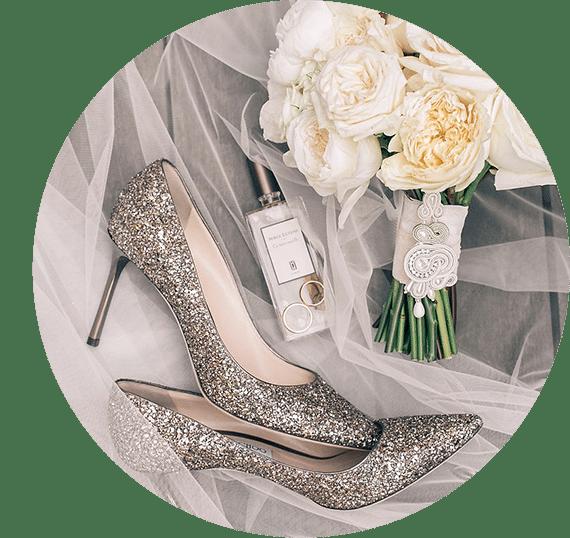 Betty Bright wedding planner szpilki obcasy perfumy biżuteria kwiaty