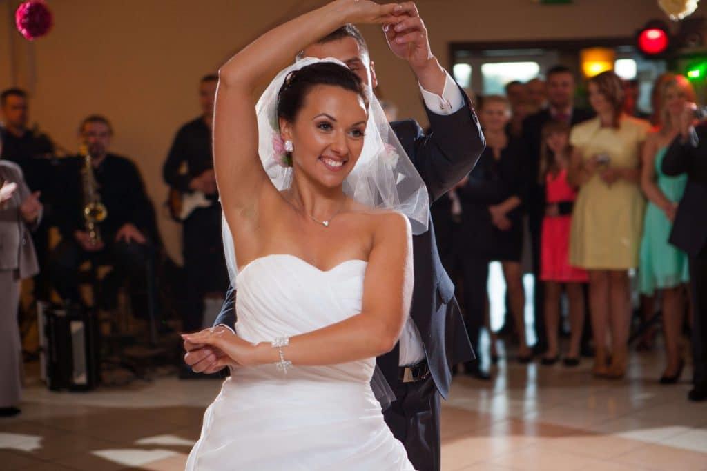 Pierwszy-taniec-weselny-nauka-tanca-szkoła-taneczna
